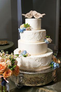 Vintage peach and blue wedding cake #cakes #weddingcake #vintagewedding #peachwedding #weddingdessert