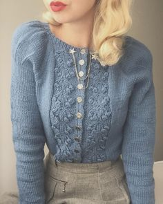I just got this amazing hand knit 1940s style dusty blue puff sleeves cardigan from @fabelvintage by fellow Norwegian @helenearne 💙🕊 She…