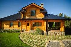 Casa amancay ι san martín de los andes, neuquén. de patagonia log homes - arquitectos - neuquén rural Cabin Homes, Log Homes, Small Conservatory, Log Cabin Plans, Country Modern Home, My House Plans, Log Home Decorating, House Entrance, House In The Woods