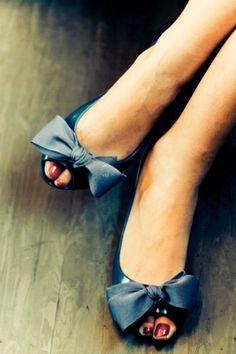 Pretty Little Bow Shoes http://pinterest.com/nfordzho/shoes-flats/