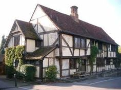 Tudor style The Crown Inn Chiddingfold (near Guildford) Surrey England has been host to British Royalty Kingston Upon Thames, Places In England, Living In England, Timber House, Tudor Style, Greater London, Days Out, Surrey, Day Trip