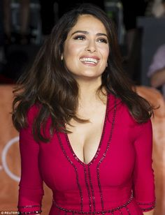 Salma Hayek shows off cleavage in low-cut ruby dress at Toronto Film Festival Beautiful Celebrities, Beautiful Actresses, Most Beautiful Women, Salma Hayek Body, Salma Hayek Pictures, Actrices Sexy, Lady, Female Actresses, Belle