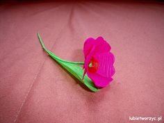 Kwiatek z bibuły marszczonej  #kwiat #kwiatek #bibula #bibulamarszczona #papercraft #lubietworzyc #DIY #zpapieru #handmade #flower #tissuepaper