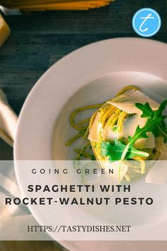 Recipe: Spaghetti with Rocket-Walnut Pesto - tastydishes Green Spaghetti, Walnut Pesto, Parmesan Pasta, Saturated Fat, How To Cook Pasta, Sauces, Main Dishes, Vegetarian, Tasty