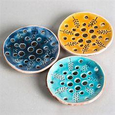 Ceramic soap holder is beautiful decoration for your bathroom. Diametr: 11 cm.