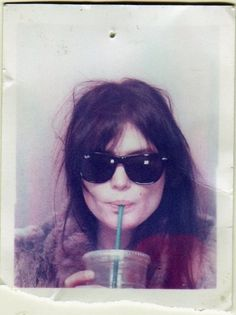 alison mosshart in ray bans