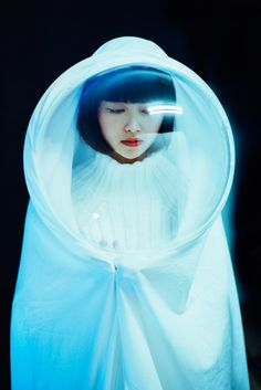 Visibly Interesting: futuristic fashion                                                                                                                                                                                 Más