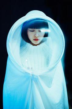 Visibly Interesting: futuristic fashion                                                                                                                                                                                 Más