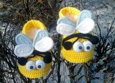 559 Likes, 1 Kommentare - Crochet Dizayn ( . Knit Baby Shoes, Crochet Baby Boots, Booties Crochet, Crochet Shoes, Crochet Slippers, Baby Booties, Crochet Bee, Crochet For Kids, Easy Crochet