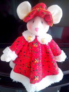 la casa de chichi: Ratona Navideña de Fieltro con Moldes Christmas Fabric, Christmas Crafts, Christmas Chair Covers, Xmas Ornaments, Christmas 2016, Fabric Decor, Felt Crafts, Holiday, Sewing