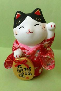 Crepe Kimono Red YAKUSHIGAMA Setoyaki (from JAPAN) Maneki Neko Ceramic Lucky Cat Good Luck Charm. In the case of multiple purchase, it will be shipping the commodity for all, Japanese Bobtail, Japanese Cat, Japanese Culture, Maneki Neko, Neko Cat, Oriental, Totoro, Cat Magazine, Kawaii Shop