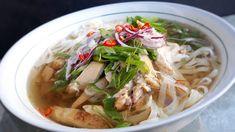 DOMA navařeno: Vietnamská kuřecí polévka Pho' ga Ramen, Food And Drink, Soup, Hana, Pho, Chicken, Ethnic Recipes, Diet, Asia