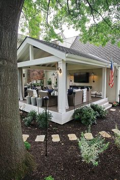 Patio ideas furniture that is inspired by the charming outdoor that can set the mood . Patio Ideas to Beautify Your Home On a Budget Outside Patio, Outside Living, Back Patio, Backyard Patio Designs, Backyard Landscaping, Backyard Porch Ideas, Back Yard Deck Ideas, Sloped Backyard, Cozy Backyard