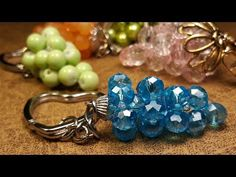 Simple and Practical Crystal Keychain . Jewelry Trends, Diy Jewelry, Beaded Jewelry, Jewelry Design, Jewelry Making, Beaded Bracelets, Crystal Keychain, Wire Wrapping Tutorial, Bracelet Crafts