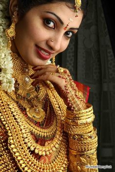 All that glitters is. Bride is Kerala based Muthoot Finance Corp. All that glitters is. Bride is Kerala based Muthoot Finance Corp. CEO's Daughter, India's largest g Indian Wedding Poses, Italian Gold Jewelry, Hindu Bride, Kerala Bride, Indian Bridal Fashion, South Indian Weddings, Stylish Girl Pic, Indian Beauty Saree, Gold Jewellery
