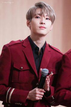 he's so hot bye Seventeen Memes, Seventeen Wonwoo, Ulzzang, Won Woo, Seventeen Wallpapers, Wattpad, Jeonghan, Asian Men, Boys Who