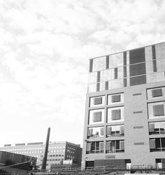 Cocommsin penthouse-toimisto sijaitsee Helsingin Salmisaaressa, aivan meren äärellä. Näköala on kommee!