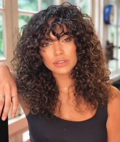 Naturally curly hair with bangs. Bangs for curly hair style Naturally curly 3a Curly Hair, Curly Hair Fringe, Curly Hair Styles, Curly Hair With Bangs, Hairstyles With Bangs, Natural Hair Styles, Natural Curly Hair, Long Natural Curls, Curly Girl