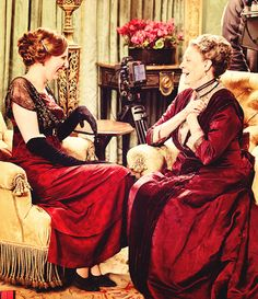 Lady Edith and Countess of Granthem from Downton Abbey.