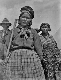 Innu (First Nations) group near Seven Islands, Quebec Native American Photos, Native American Tribes, American Indian Art, Native Americans, Northwest Territories, Canada, Cultural Diversity, Pictures Of People, First Nations