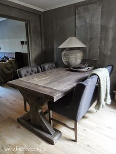 Glam Living Room, Vintage Industrial Decor, Interior Decorating, Interior Design, Dark Interiors, Home Comforts, Building A New Home, Vintage Table, Decoration