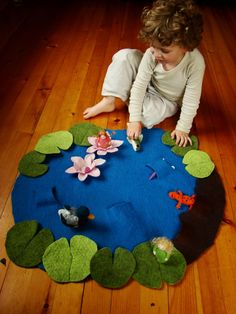 Playmat - Wet Felted Lily Pond Play mat- imaginative play number song 5 frogs or 5 ducks!Floor play scene - easy and portable! (make another scene on the reverse - city, farm, jungle, etc)Felt pond by Fiona DuthieLily Pond Play Mat - or use a similar Kids Crafts, Felt Crafts, Baby Crafts, Fabric Crafts, Sewing For Kids, Diy For Kids, Felt Play Mat, Play Mats, Homemade Toys