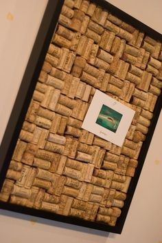 DIY wine cork bulletin board with Ikea frame . Make a corkboard in under 120 minutes by constructing with hot glue gun, frame, and cork. Seating Chart Wedding, Seating Charts, Cork Bulletin Boards, Wine Cork Crafts, Creation Deco, In Vino Veritas, Small Cards, Food Photography Styling, Thanksgiving Decorations