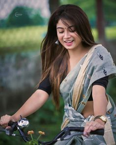 Most Beautiful Bollywood Actress, Beautiful Actresses, Cute Beauty, Beauty Full Girl, Cute Girl Photo, Beautiful Girl Image, Beautiful Women, Girl Photography Poses, Indian Beauty Saree