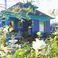 I came across this little purple cottage, well it's actually more of a periwinkle color, and I had to stop