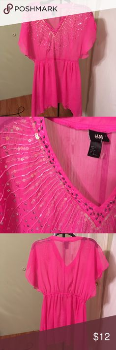 H&M Top👚 100% Polyester  hot pink with shark hem & split sleeves at the top with pretty sequins H&M Tops Blouses