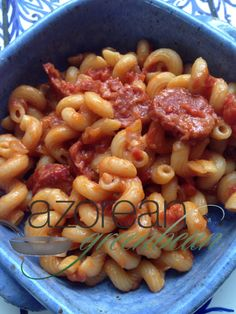 Skillet Linguica and Pasta / The best comfort food is simple and delicious. This recipe not just both, but is also easily adjusted to include your favorite additions. Linguica Recipes, Chorizo Recipes, Portuguese Recipes, Portuguese Food, Best Comfort Food, International Recipes, Quick Meals, Pasta Dishes, Casserole Recipes