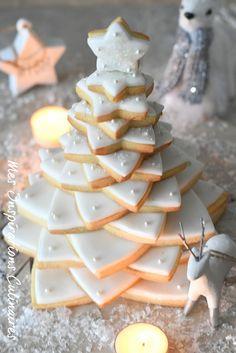 Christmas tree in shortbread, recipe - NOEL 3d Christmas, Christmas Cookies, Cookie Recipes, Snack Recipes, Snacks, Pumpkin Spice Cupcakes, Cookies Et Biscuits, Fall Desserts, Junk Food