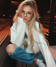 ✔ Selfie Poses With Glasses Photo Ideas Tumbrl Girls, Long Hair Models, Jolie Photo, Pretty People, Photography Poses, Fashion Photography, Photography Aesthetic, Makeup Photography, Hair Makeup