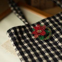 ポインセチアのブローチ│和工房 包結 オンラインショップ Idea Box, Cufflinks, Accessories, Shopping, Fashion, Moda, Fashion Styles, Wedding Cufflinks, Fashion Illustrations