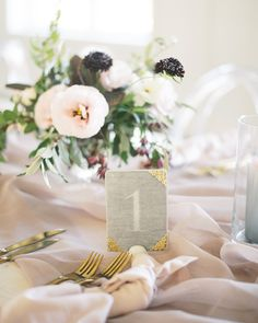 La Tavola Fine Linen Rental: Aurora Mauve Table Runner with Topaz Blush Napkins | Photography: Henry Photography, Venue: Magnolia Hill Farm, Design & Coordination: Auburn + Ivory, Florals: Old Slate Farm, Rentals: Aiden & Grace