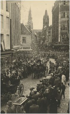 Serie van 7 foto's betreffende carnaval Fotograaf: Beurden, A. van - 1951
