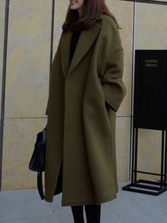 Women's Oversized Coats Looks Street Style, Looks Style, Winter Fashion Outfits, Autumn Fashion, Fashion Coat, Women's Fashion, Fashion Trends, Girls Black Coat, Classy Outfits