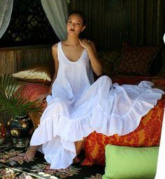 chemise de nuit 100 % coton froissé Chalet Chic, thé de jardin, appartement à Paris ? Cest la robe parfaite pour nimporte quel fond. Ultra léger, plume de coton doux pelouse, un balayage complet romantique avec un ourlet large volants. Devant de robe de danse shin mi et tombe à pleine longueur dans le dos, pas votre robe de coton ordinaire. Plus de confort doit être aussi élégant. Scoop décolleté est bordée dun liseré en coton inachevés délicat. Lourlet est également inachevé en mode chic…