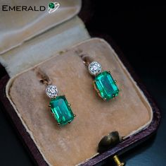 Beautiful pair of emerald earrings that will grab others attention towards you. Emerald Earrings, Emerald Jewelry, Antique Earrings, Antique Jewelry, Vintage Jewelry, Diamond Jewelry, Gold Jewelry, Antique Gold, Navajo Jewelry