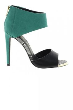 Green and black sandals, love the color block combination.