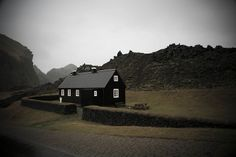 Blackhouse, Iceland I love the drama of a black house, so much so, I painted mine black too. Exterior Siding, Interior Exterior, Black Exterior, Exterior Design, A Well Traveled Woman, Black Barn, Black White, Cabins And Cottages, Architecture