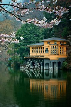 L' architecture japonaise en 74 photos magnifiques Japanese House, Japanese Art, Japanese Landscape, Places Around The World, Around The Worlds, Beautiful World, Beautiful Places, Haus Am See, Aesthetic Japan