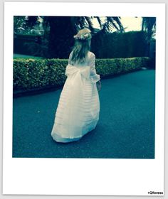 media corona flores White Dress, Dresses, Fashion, Crowns, Events, Vestidos, Moda, La Mode, Fasion