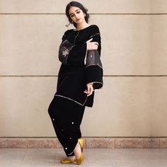 Black Box Cut velvet shirt with embroidered organza insert and shalwar with gotta work. Stylish Dresses For Girls, Stylish Dress Designs, Designs For Dresses, Simple Dresses, Casual Dresses, Winter Dresses, Beautiful Pakistani Dresses, Pakistani Formal Dresses, Pakistani Outfits