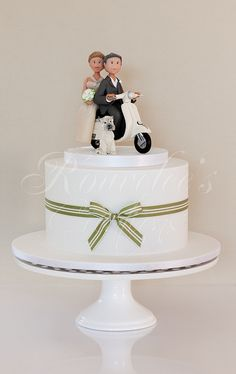 Vespa Wedding by Rouvelee's Creations, via Flickr