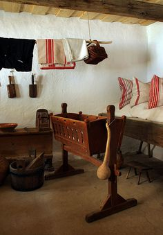 Hungarian folk architecture: traditional cradle in the room Interior Inspiration, Design Inspiration, Interior Decorating, Interior Design, Traditional House, Art And Architecture, Wood Furniture, Home Projects, Folk Art