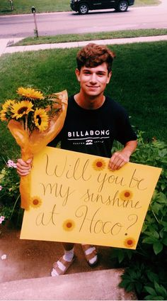 homecoming proposal ideas for guys this is adorable. but those socks and birkenstocks tho idk if he knows but its usually a teen girl thing lolll Cute Relationship Goals, Cute Relationships, Relationship Texts, Cute Homecoming Proposals, Best Prom Proposals, Wedding Proposals, Marriage Proposals, Wedding Poses, Formal Proposals