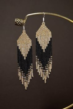 Beaded earrings, Long fringe earrings, Light gold and Black earrings de perlas Beaded Earrings Native, Beaded Earrings Patterns, Fringe Earrings, Beading Patterns, Beaded Necklace, Seed Bead Jewelry, Bead Jewellery, Seed Bead Earrings, Diy Earrings