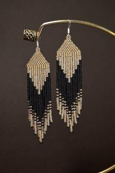 Beaded earrings, Long fringe earrings, Light gold and Black earrings de perlas