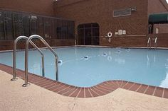 The refreshing pool inside the holiday inn. Us Travel, Travel Tips, Atlanta Hotels, Us Destinations, Best Places To Eat, Travel Inspiration, Stuff To Do, Holiday, Vacations